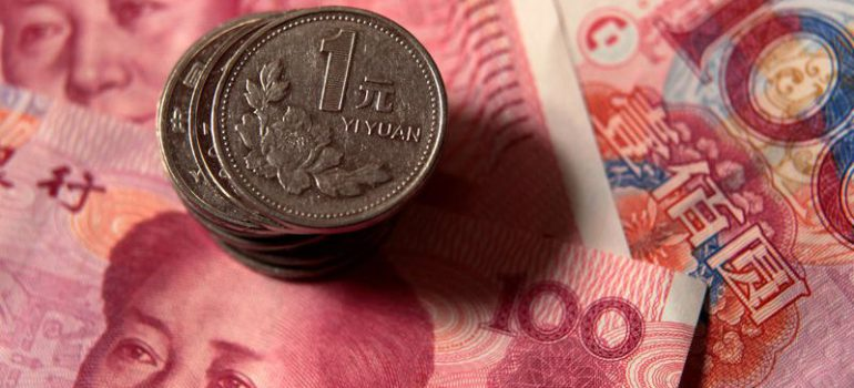 Forex - Yuan Hit Hard as Trading Reopens